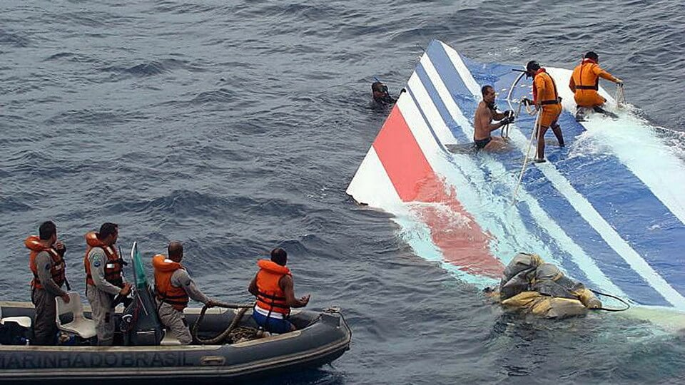 Brazil's navy rescues the wreckage of Air France 447
